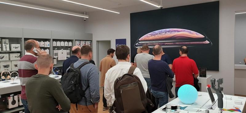 Ebből nem lesz forradalom: az új iPhone-ok budapesti nyitányán jártunk – mintegy 10 másik emberrel