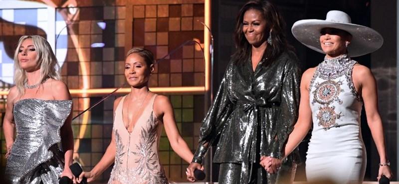A legnagyobb popdívák mellett csillogott Michelle Obama a Grammy-gálán – állva tapsolták