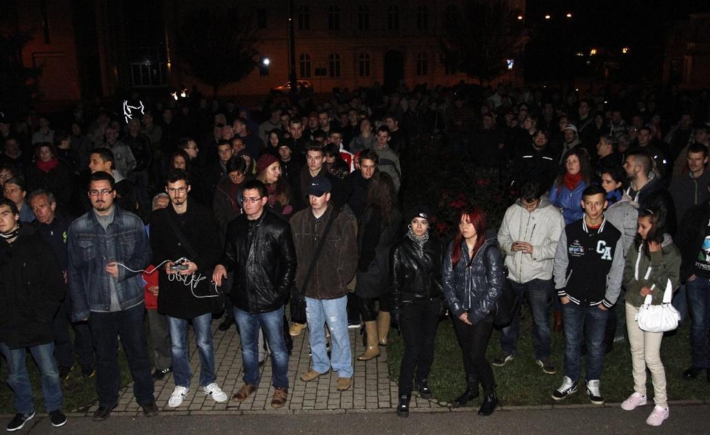 mti.14.10.26. - Miskolc: tüntetés az internetadó bevezetése ellen a Széchenyi téren