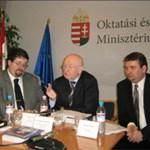 Megjelent a 2009 szeptemberében induló képzéseket tartalmazó Felsőoktatási felvételi tájékoztató