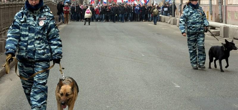 Rohamrendőrökkel szállták meg az ellenőrök az orosz jegybankot