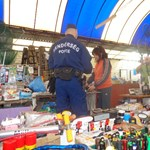 Rendőröket küldtek a tiltakozó szegedi árusokra, a polgármester sem fogadta őket