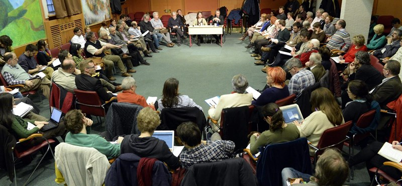 Tizenkét pontos követeléssel álltak elő a pedagógusok