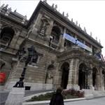 Dagad a botrány: kirúgják az Operából a Népszabadságban publikáló karmestert