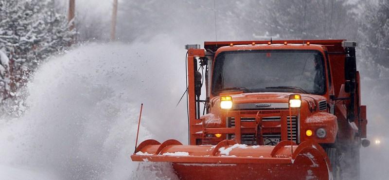 Lecsapott a hóvihar az USA-ra, van, ahol 53 centi esett