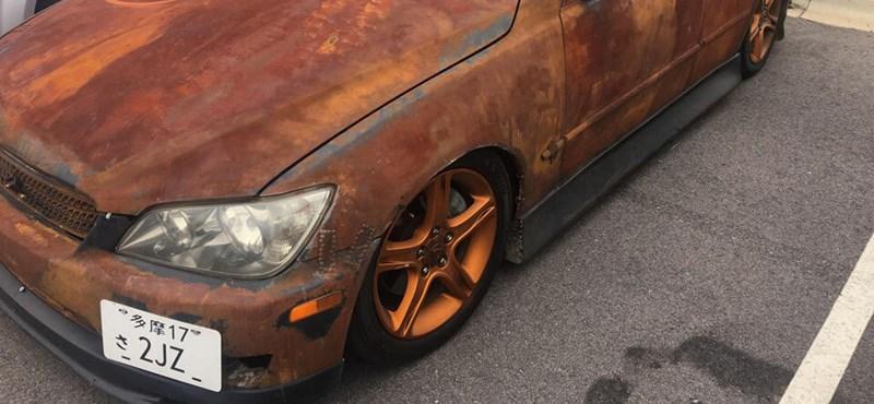 Így néz ki egy talpig rozsdás Lexus IS
