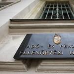 A külföldön megkeresett pénz után is tartja a markát a magyar állam