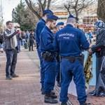 """""""Imaszőnyegárusok"""" ellen intézkedtek a rendőrök Vona fórumán"""
