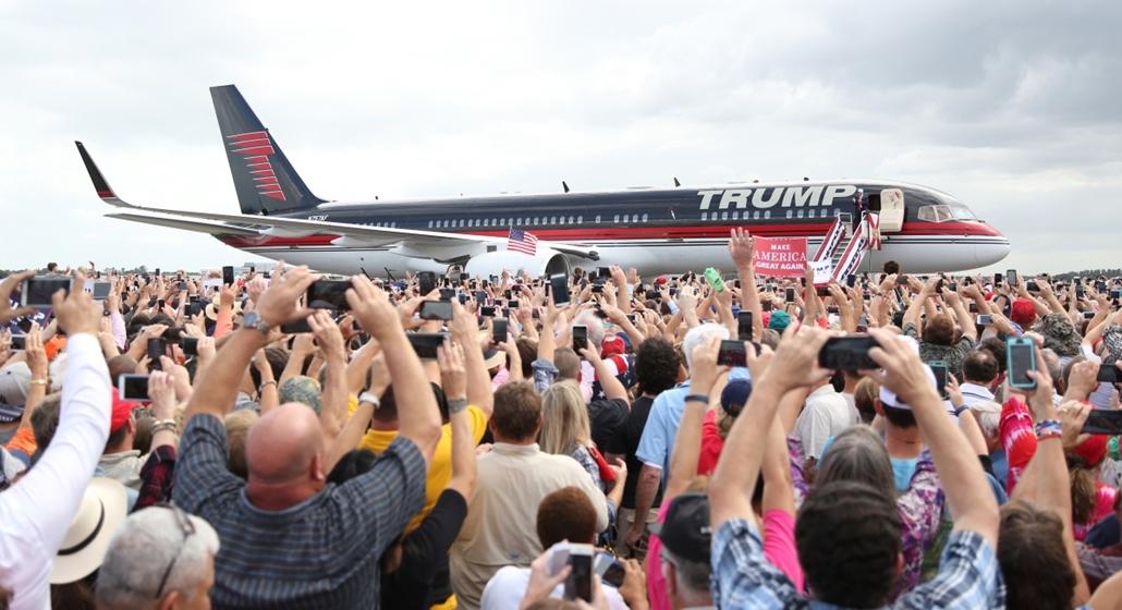 afp.16.10.12. - Lakeland, Florida, USA: A republikánus jelölt, Donald Trump érkezik egyik kampányállomására. - republikánus párt