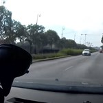 Figyelmetlen autós csorog szemben a forgalommal a Dózsa György úton – videó