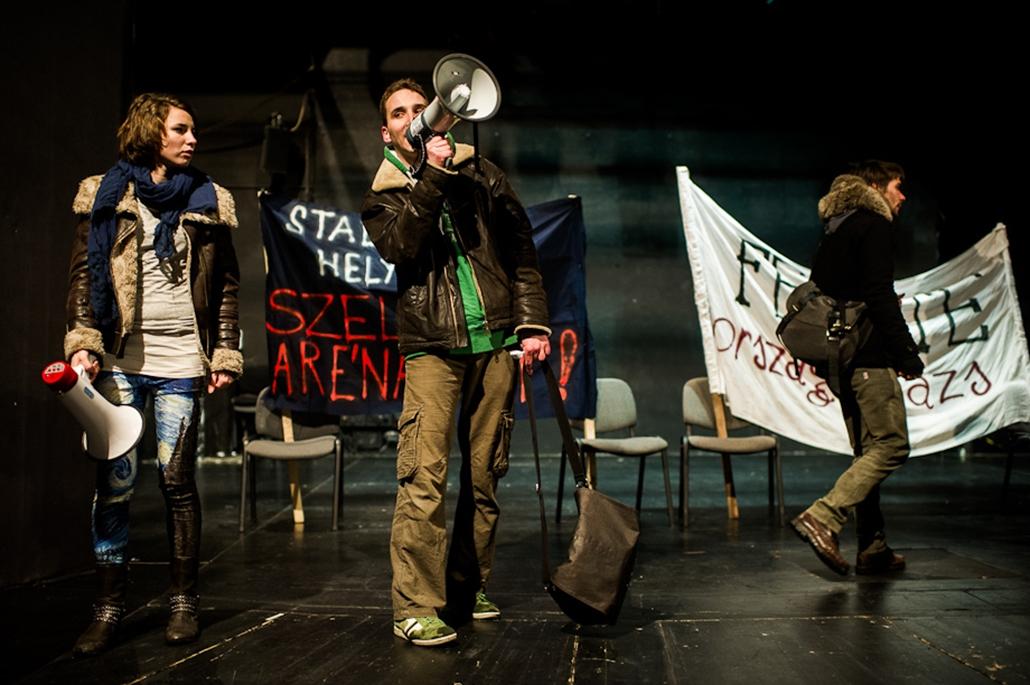 diáktüntetés - Rákóczi - Blaha közti szakasz - hallgatói fórum - diákok az utcán