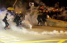 Több rendőr is fegyvert rántott a hétvégi hongkongi tüntetéseken