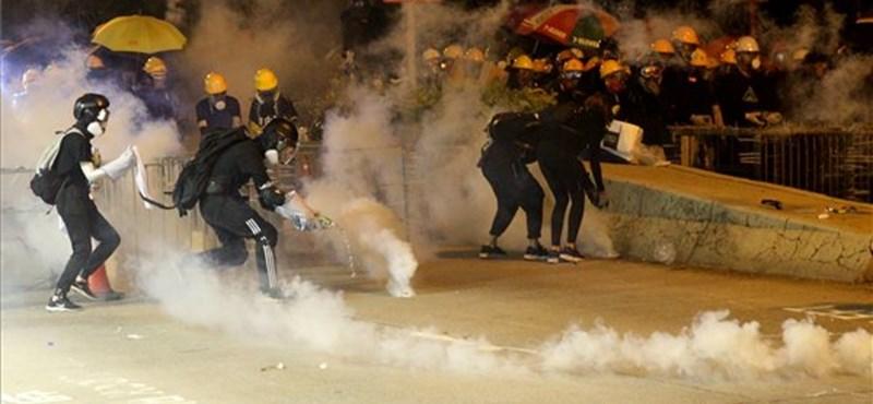Peking durván figyelmeztette a hongkongi tüntetőket