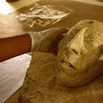 Legendás király szobrát találhatták meg