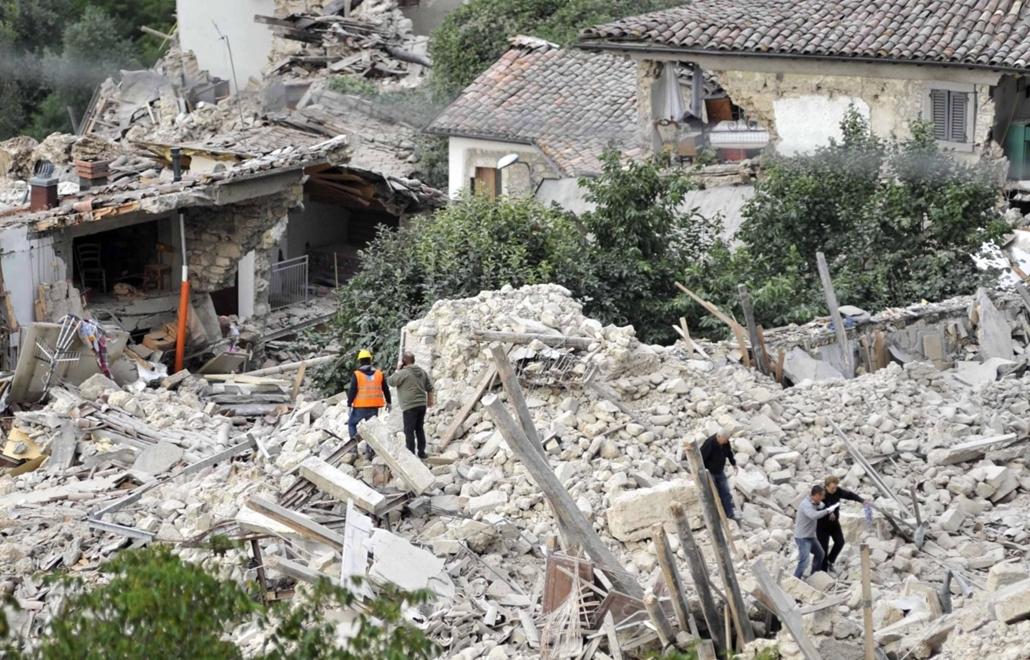 epa.16.08.24. - Amatrice, Olaszország: Olaszországi földrengés - A természeti csapásnak legkevesebb hat halálos áldozata és számos sérültje van.