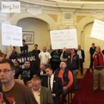 Ceglédi: Népszavazás a bombák földjén