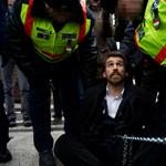 Közkegyelmet kaptak a láncos tüntetés résztvevői
