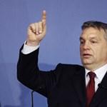 Orbán fénymásolt autogramját kaphatták meg a szombathelyi iskolások