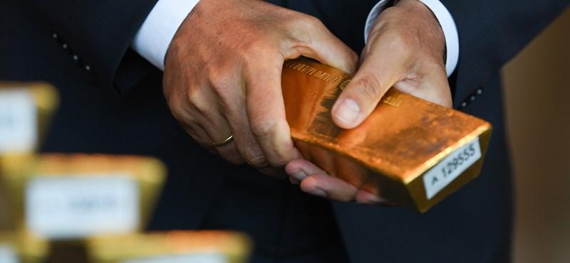 Viszik az aranyat, mint a cukrot