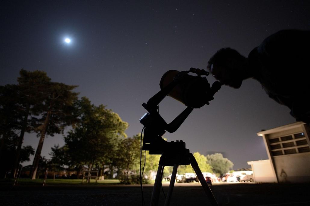 afp.15.09.28. - Nantes, Franciaország: - holdfogyatkozás, szuperhold