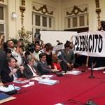 Képek: diákok törtek be a chilei szenátus ülésére