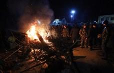Összecsaptak a rendőrökkel a koronavírus-fertőzéstől tartó ukrán kisváros lakói
