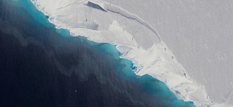 Találtak egy hatalmas üreget az Antarktiszon, 10 km hosszú és 4 km széles