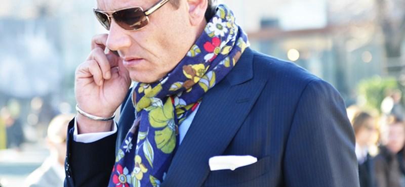 Ez a divat: Unaloműző sálak pasiknak