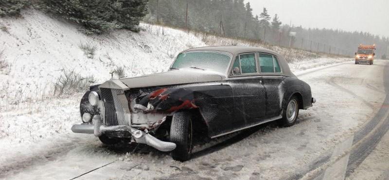 Ilyet is ritkán látni: Rolls-Royce összetörve - fotó