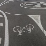 Száguldó kamion söpörte el a biciklis célkaput – videó
