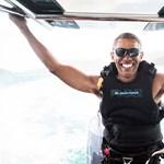 Az új elnök a Twitteren hisztizik, miközben a régi önfeledten szörfözik
