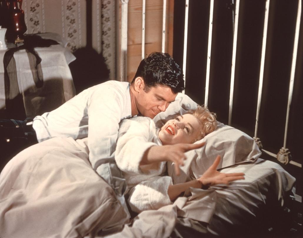 afp.1956. - Don Murray karjaiban - jelenet a ''Buszmegálló'' című filmből. - Marilyn Monroe nagyítás