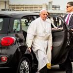 Új gazdára vár a Ferenc pápa által használt egyik autó