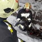 Átfagyott cicát mentettek a ceglédi tűzoltók egy csatornából