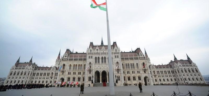 A magyarok többsége sem a demokráciában, sem a kormányban nem bízik