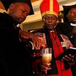 Kocsmában tartott misét az alkoholfogyasztók egyháza