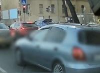 A rendőrség megtalálta az autóst, aki a járdán száguldozott Budapesten