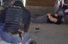 Lopott droggal kereskedett négy férfi, lecsapott rájuk a rendőrség - videó