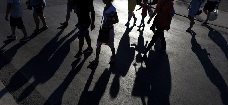 Örökbeadás külföldre: a gyereknek szerencse, de jól mutatja a magyar gyerekvédelem csődjét