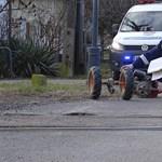 Vonattal ütközött egy kerti traktor Tiszaalpáron, mentőhelikopter érkezett a helyszínre