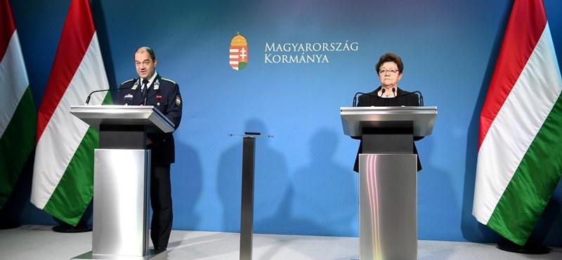 Kérdés közben kapták ki az újságíró kezéből a mikrofont a koronavírus-sajtótájékoztatón