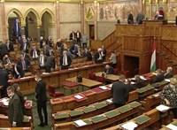 Kivonultak az ellenzéki képviselők a teremből a Kúria új elnökéről szóló szavazás előtt