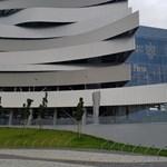 Részben beolvasztják a Duna Aréna lelátóját