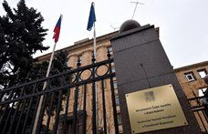 Moszkva kiutasított tíz amerikai diplomatát, további szankciók jöhetnek