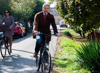 Lázár János biciklivel gurult be a szavazókörbe