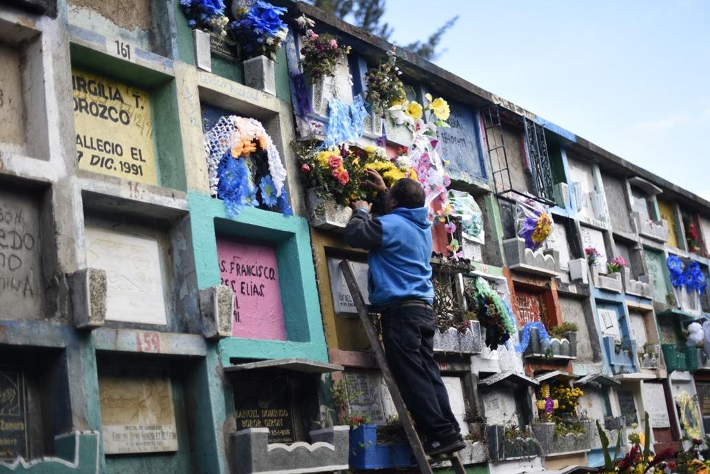 afp. Halottak napja mindenszentek nagyítás Guatemalaváros önkormányzati temetője 2017. november 1-én