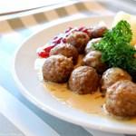Felfüggeszti a húsgolyók árusítását a magyar IKEA