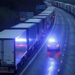 Angliában élő magyarok próbálnak segíteni a doveri kikötőben veszteglő kamionosoknak