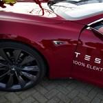 Napelemgyárat venne magának a Tesla