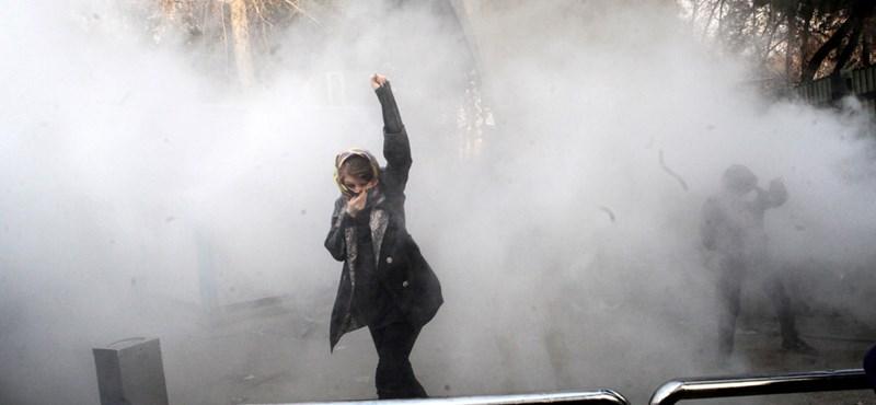 Egy rendőrt is lelőttek az iráni véres tüntetéshullámban